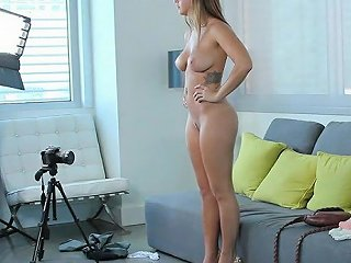 Beeg Porno - Cute Natural Titted Keisha Spreading